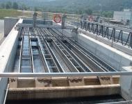 Puente longitudinal rascador de flotantes y fondo LONGSLUDGE ®